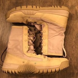 "Nike SFB 8"" tactical boots, worn 2x, sand size 9"